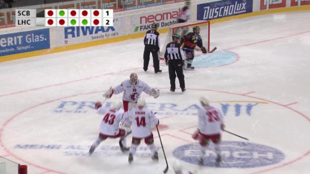 Video «Eishockey: Playoff-Viertelfinals, 3. Runde, Zusammenfassung Bern - Lausanne» abspielen