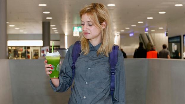 Lara Stoll testet das kulinarische Angebot im Hauptbahnhof