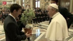 Video «Fussballgott besucht den Papst» abspielen
