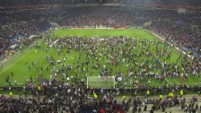 Video «Zwischenfälle vor Lyon-Besiktas» abspielen