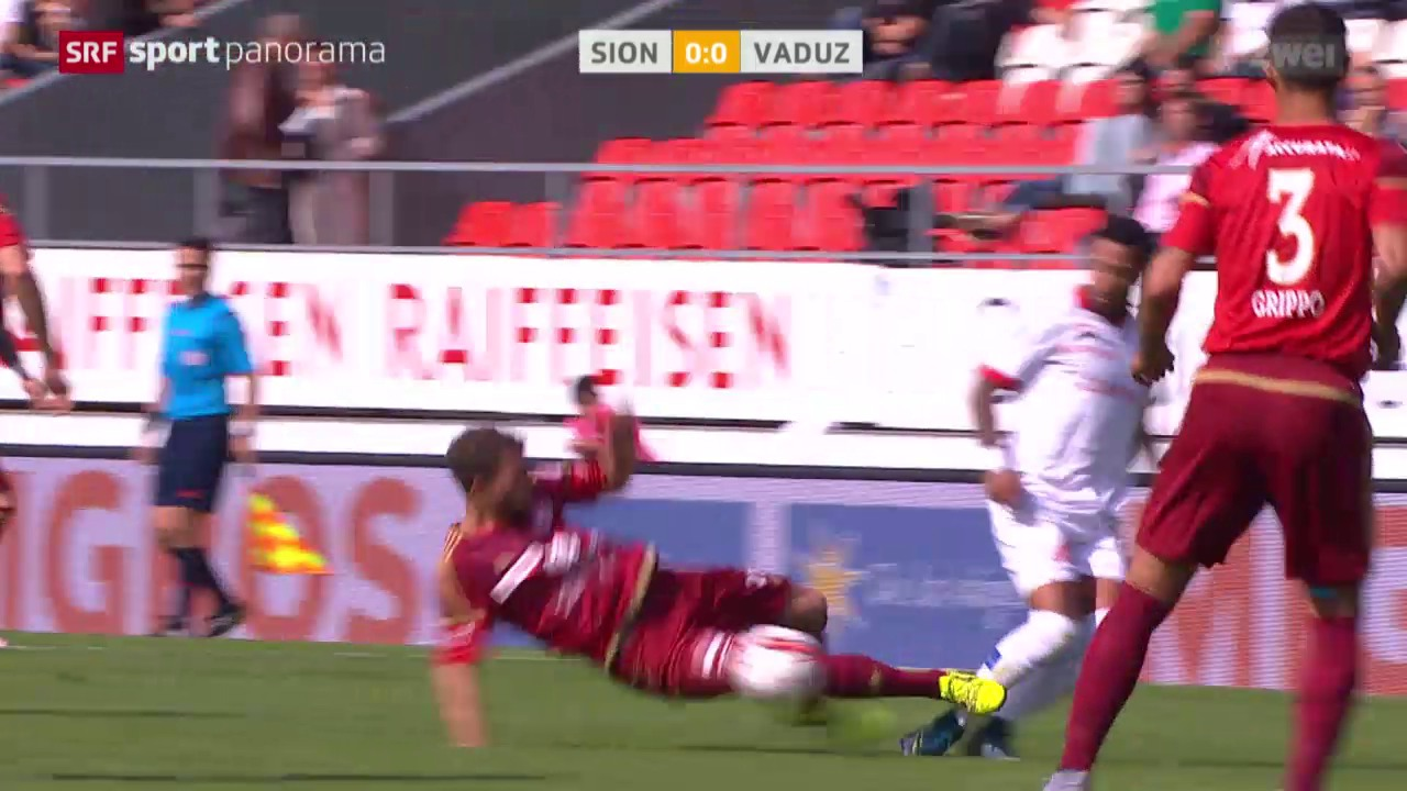 Fussball: Super League, Sion - Vaduz, rote Karte Muntwiler