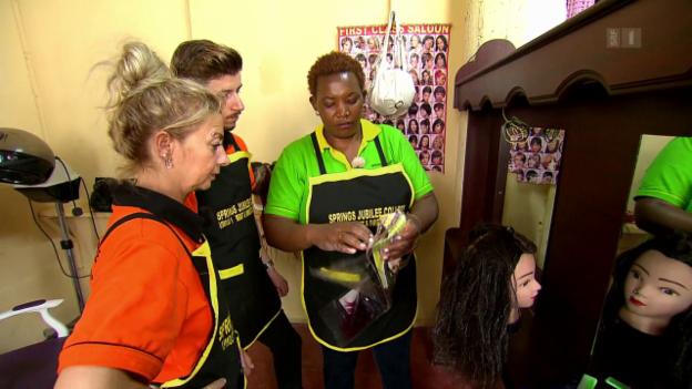 Video «Der «Jobtausch» in Kenia und der Schweiz: Die Coiffeure» abspielen