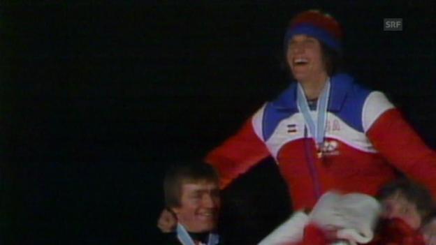 Video «Eisschnelllauf: Lake Placid 1980, 10'000 m, Siegerehrung» abspielen