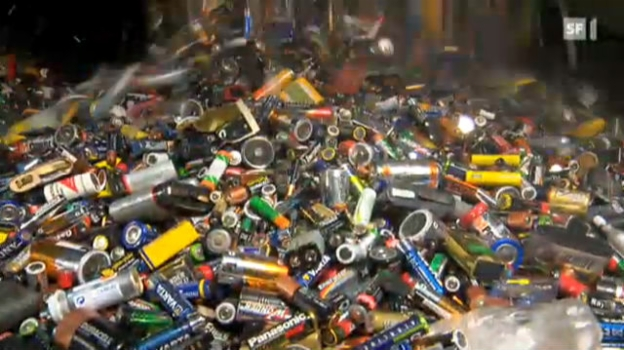 Video «25.09.12: Akkubatterien: Nicht alle leben lang» abspielen