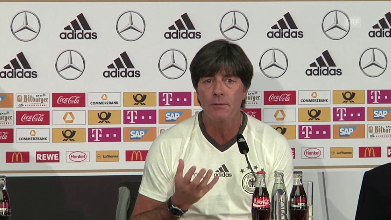 Deutschlands Trainer Joachim Löw vor dem Spiel gegen England (Quelle: SNTV)