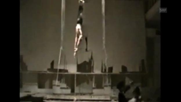 Video ««Demontage IX»: Alte Synagoge Tiflis, UdSSR 1990/91» abspielen