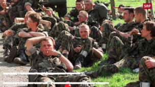 Video «Ist die Rekrutenschule zur Kuschel-Übung geworden?» abspielen