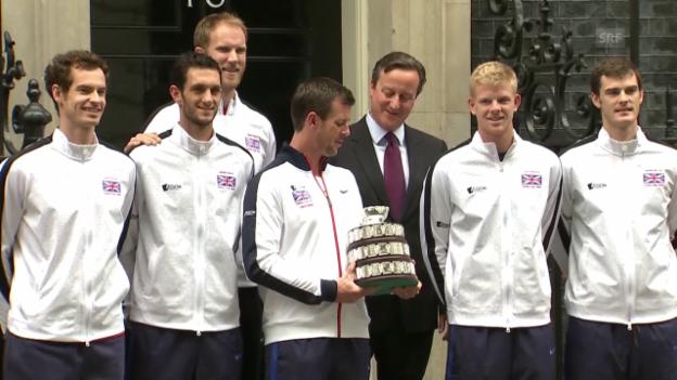 Video «Tennis: Die britischen Tennisspieler werden von Premierminister David Cameron empfangen (Quelle: SNTV)» abspielen