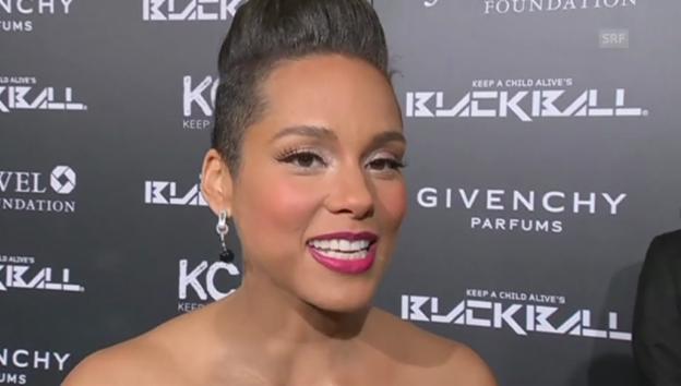 Video «Alicia Keys hochschwanger am Black Ball» abspielen