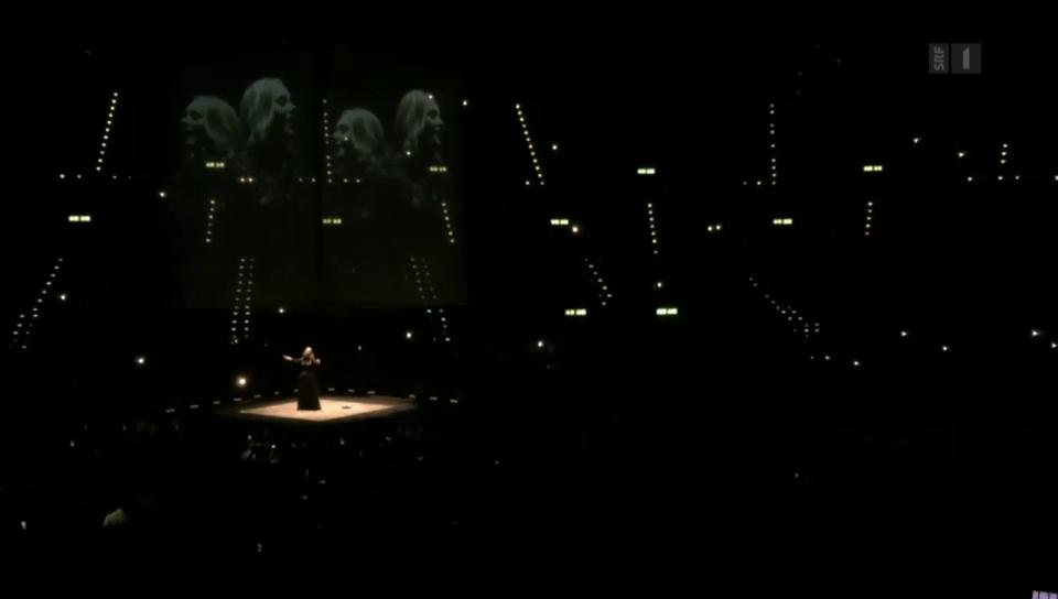 Zürcher Publikum singt für Adele