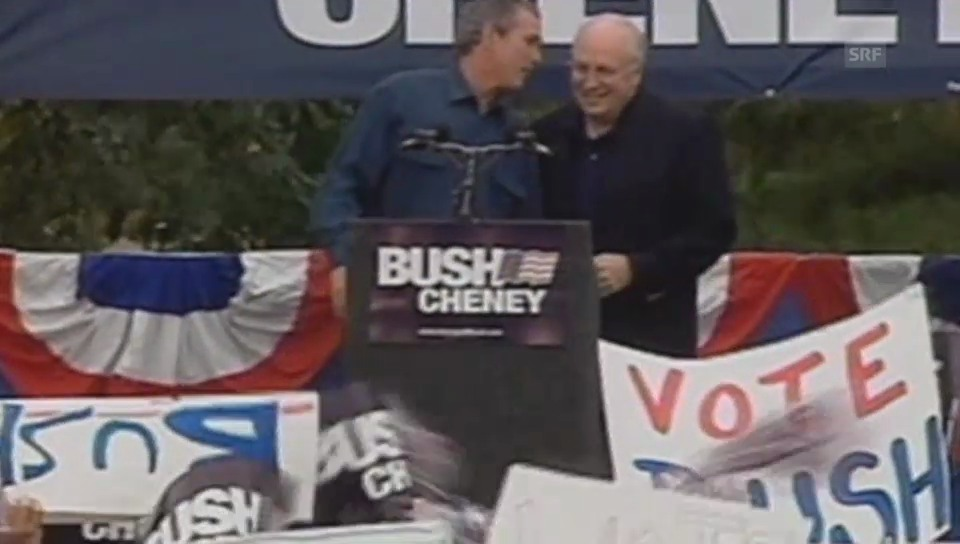 Oops, das Mikrofon ist offen. Bush beleidigt einen Reporter.