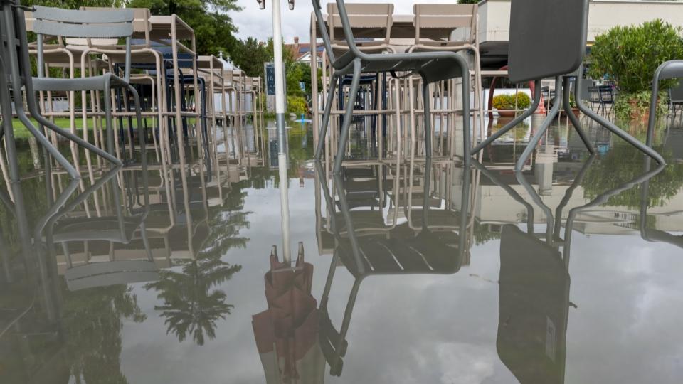 Hochwasser und Regen: Schlechter Sommer für Freibäder