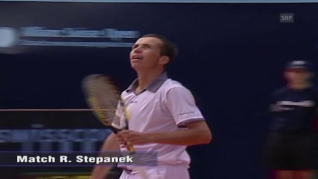 Video «Tennis: Zusammenfassung Federer - Stepanek («sportaktuell» vom 10.07.2002)» abspielen