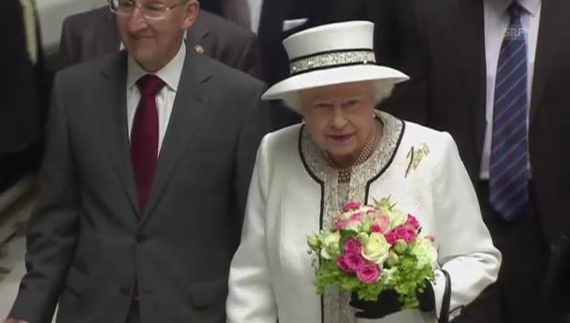 Video «Modischer Wandel der Queen während der D-Day-Reise» abspielen