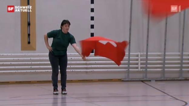 Video «Erste Fahnenschwingerin am Eidgenössischen Jodlerfest» abspielen
