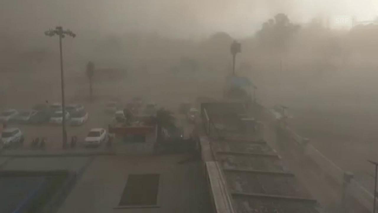 Starke Windböen fegen über die Hauptstadt Neu Delhi hinweg – gefolgt von Regen und Blitzeinschlägen (unkommentiert)