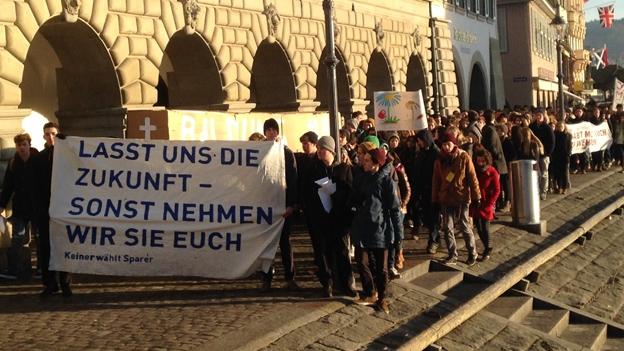 Schüler demonstrieren gegen Sparpläne der Regierung (9.12.2013)