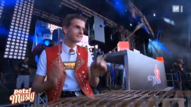 Video «Sennsationell: An der Streetparade in Zürich» abspielen