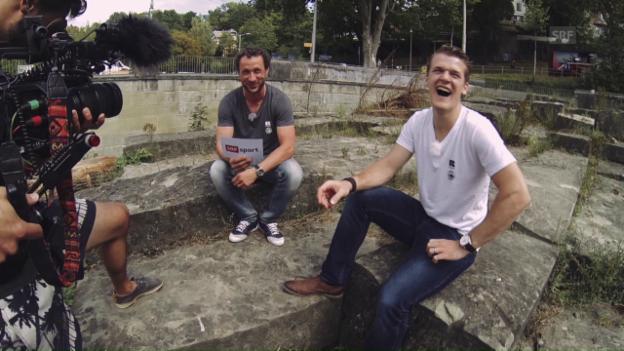 Video «Leonardo Genoni brilliert im Quiz mit Beat Gerber» abspielen