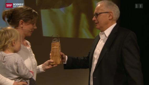 Video «Kerstin Birkeland zur Heldin des Alltags 2013 gewählt» abspielen