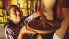 Link öffnet eine Lightbox. Video Die Maya Achí kämpfen für ihr Saatgut abspielen