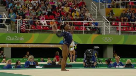 Video «Simone Biles dominiert die Qualifikation» abspielen