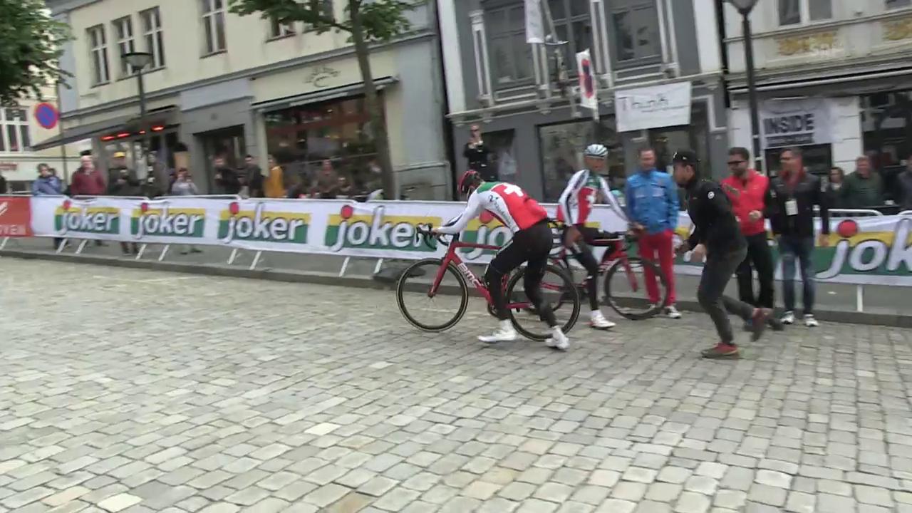 Das Schweizer Team übt den Velowechsel