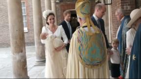 Video «Ein historischer Tag: Taufe von Prinz Louis» abspielen